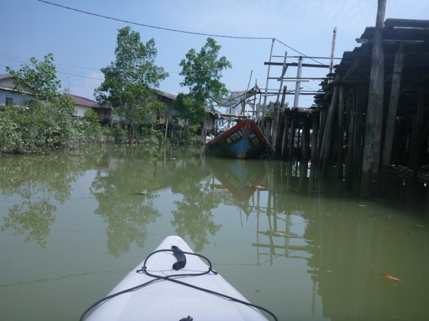 Paddling out the sungei (river) past the houses on stilts