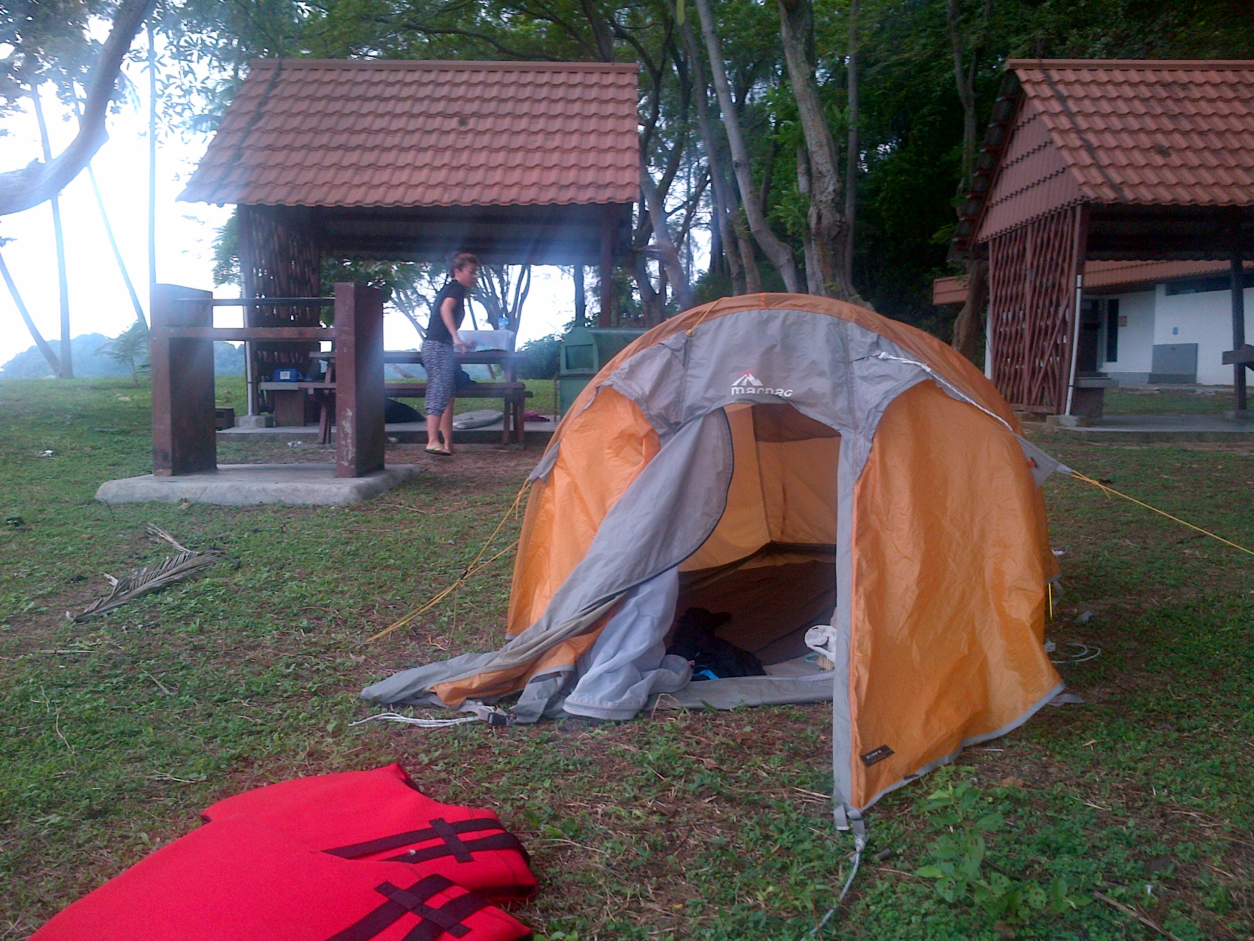 The MACPAC tent on Sisters Island & singapore micro adventure | Rowing from Home to Home