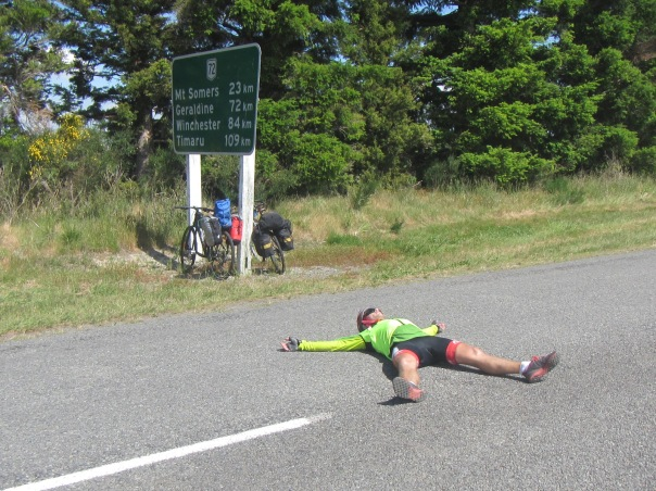 It was so hot on the ride south I tok a rest wherever I could!