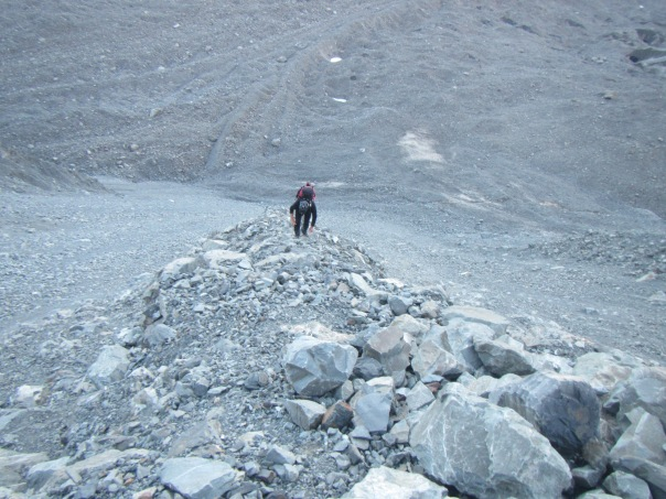 Alan Silva working his way up the steep loose scree slopes towards Cinerama Col.