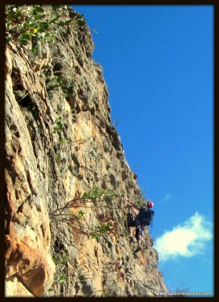 Alan Silva on lead nearing the 7th pitch of Syrinx