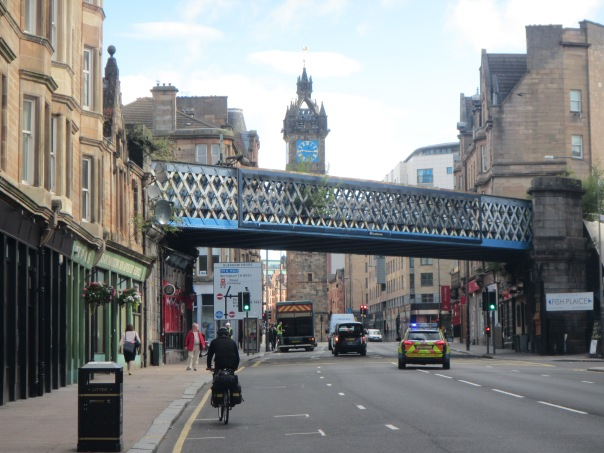 Alan Silva cycling through central Glasgow